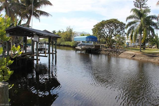 18266 Pioneer Rd, Fort Myers, FL 33908
