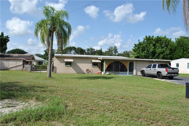 957 Lakeview Dr, North Fort Myers, FL 33903