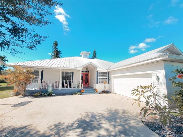 4348 Country Club Blvd, Cape Coral, FL 33904