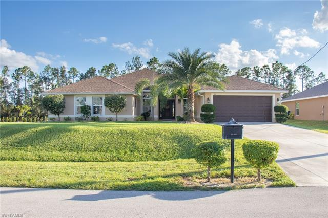 521 Willowbrook Dr, Lehigh Acres, FL 33972
