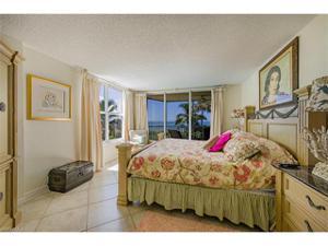 10701 Gulfshore Dr 201, Naples, FL 34108