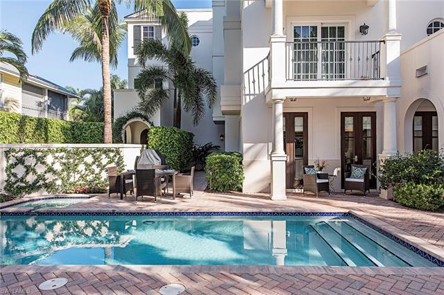 425 3rd Ave S, Naples, FL 34102