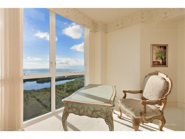 6597 Nicholas Blvd Ph-25, Naples, FL 34108