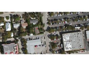 465 8th St N, Naples, FL 34102
