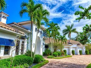 586 West Pl, Naples, FL 34108