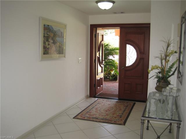 524 Parkwood Ln, Naples, FL 34103