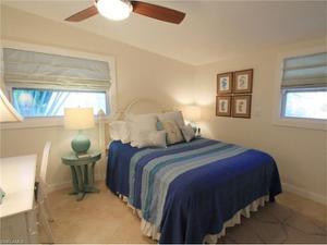 1783 Harbor Ln, Naples, FL 34104