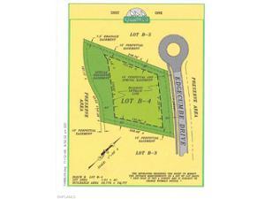 6647 Edgecumbe Dr, Naples, FL 34119