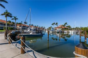 4800 Yacht Harbor Dr 822, Naples, FL 34112