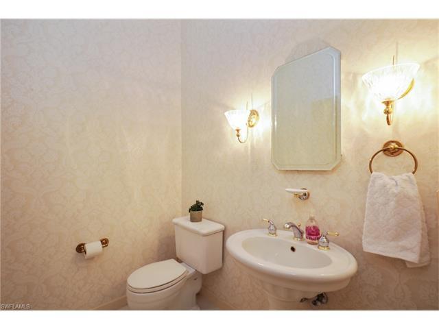 665 Via Mezner 202, Naples, FL 34108