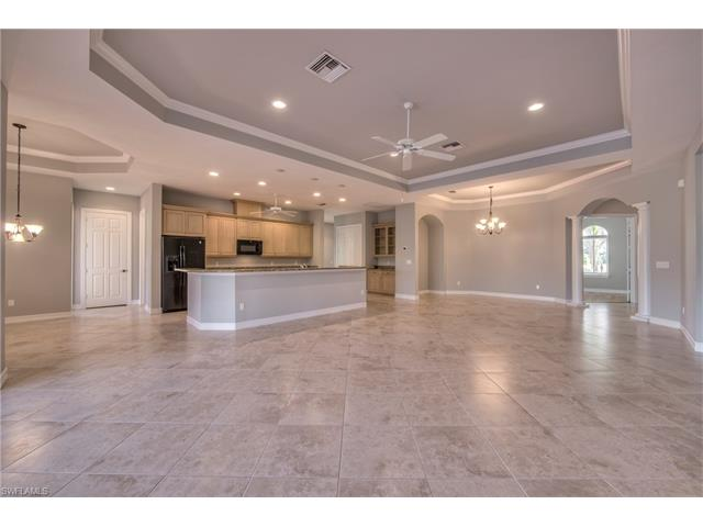 439 Saddlebrook Ln, Naples, FL 34110