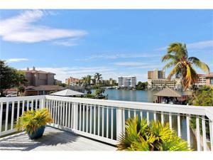 242 Tradewinds Ave, Naples, FL 34108