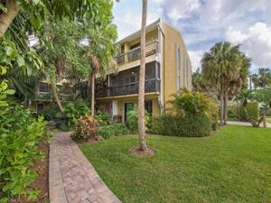 995 9th Ave S, Naples, FL 34102