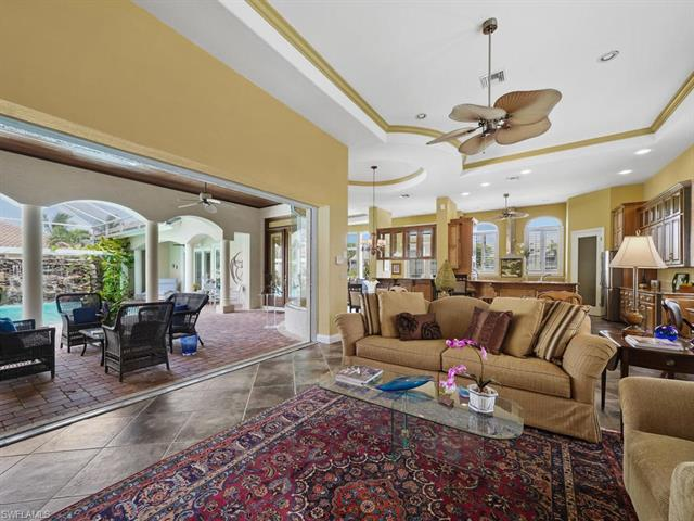 5942 Barclay Ln, Naples, FL 34110