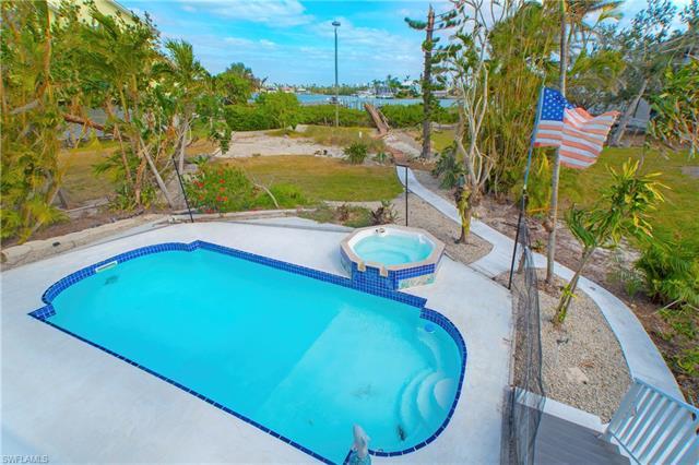 94 Dolphin Cir, Naples, FL 34113