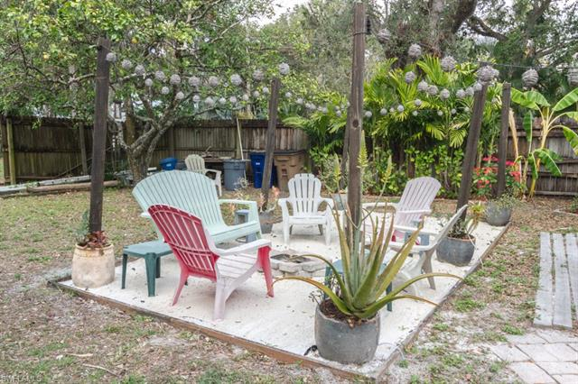 221 Lagoon Dr, Fort Myers, FL 33905
