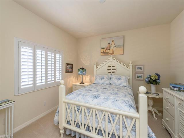 466 Palo Verde Dr, Naples, FL 34119