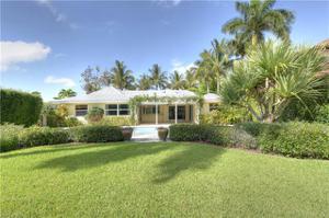659 Palm Cir E, Naples, FL 34102