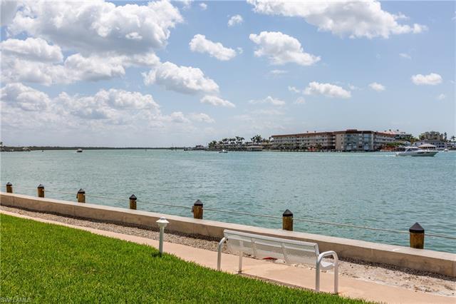 60 Pelican St W 404, Naples, FL 34113