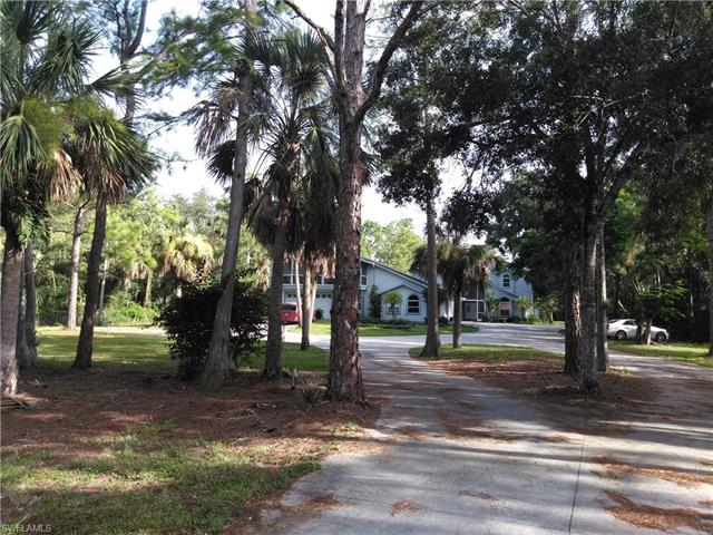 521 18th Ave Nw, Naples, FL 34120