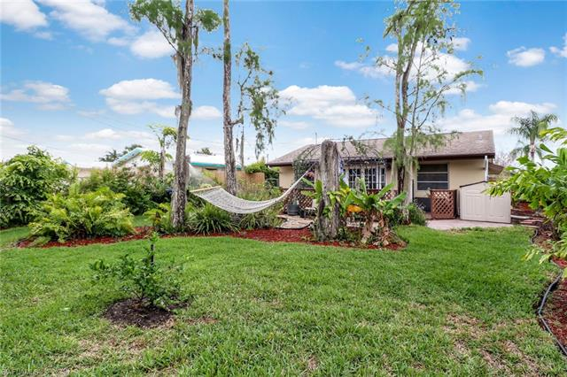 647 96th Ave N, Naples, FL 34108