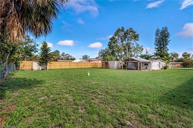 10940 Citrus Dr, Bonita Springs, FL 34135