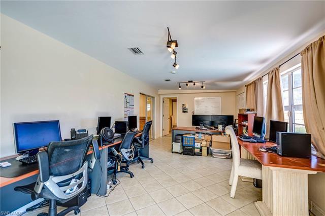658 103rd Ave N, Naples, FL 34108