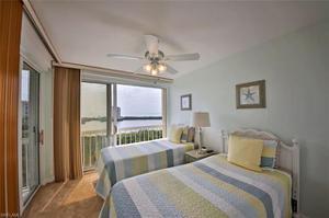 5501 Heron Point Dr 902, Naples, FL 34108
