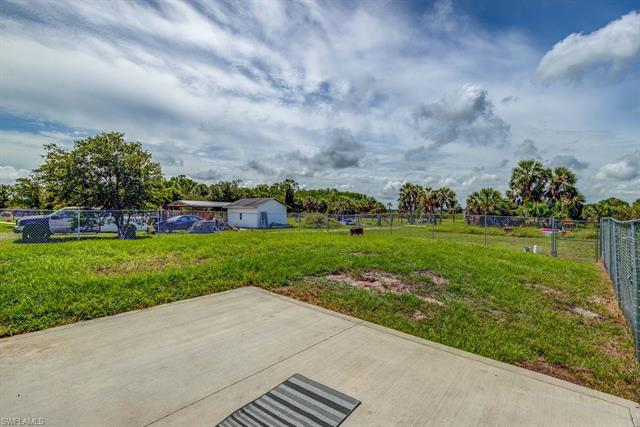 3290 24th Ave Ne, Naples, FL 34120
