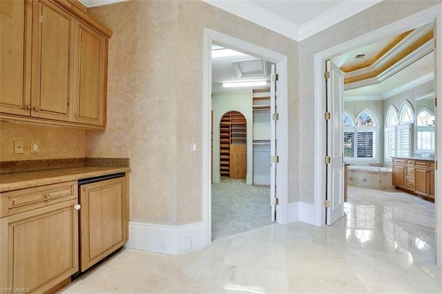 6423 Highcroft Dr, Naples, FL 34119