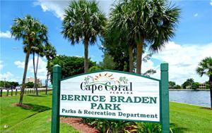 533 13th Ter, Cape Coral, FL 33993