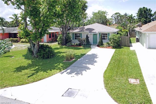 676 104th Ave N, Naples, FL 34108