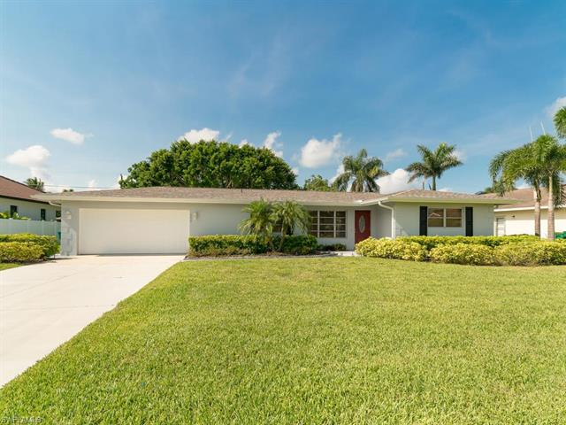 558 105th Ave N, Naples, FL 34108