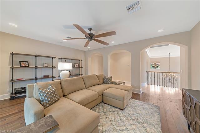 2954 Tiburon Blvd E, Naples, FL 34109
