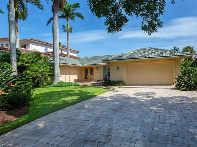 725 18th Ave S, Naples, FL 34102