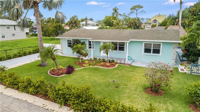 27257 Barbarosa St, Bonita Springs, FL 34135