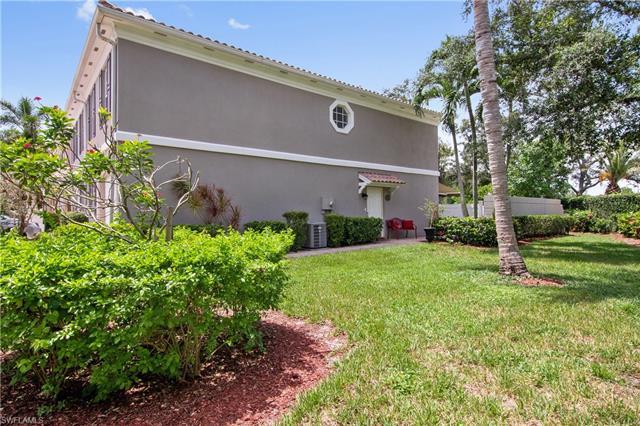 5786 Cove Cir 19, Naples, FL 34119