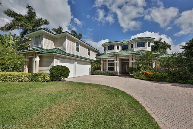 450 Palm Cir W, Naples, FL 34102