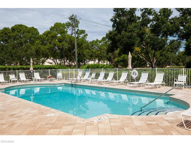679 Wiggins Lake Dr 202, Naples, FL 34110