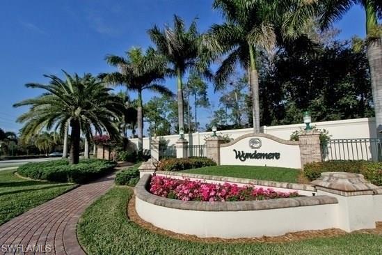 709 Courtside Dr, Naples, FL 34105