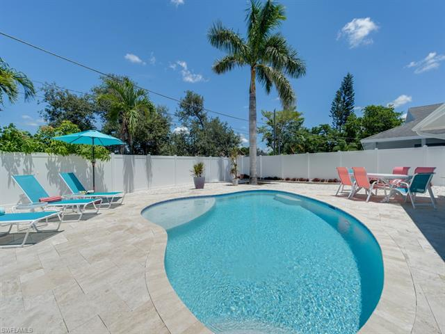565 108th Ave N, Naples, FL 34108