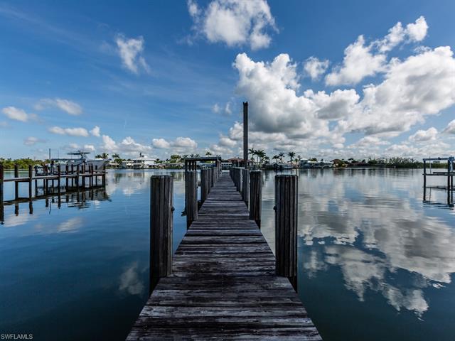 23 Pelican St E, Naples, FL 34113