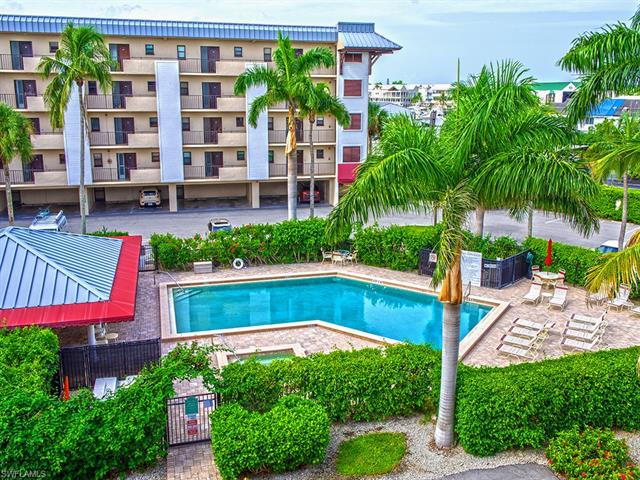803 River Point Dr 306b, Naples, FL 34102