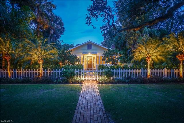 123 11th Ave S, Naples, FL 34102