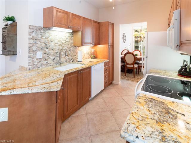 56 Silver Oaks Cir 14103, Naples, FL 34119