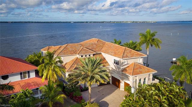 12718 Dennis Dr, Fort Myers, FL 33908