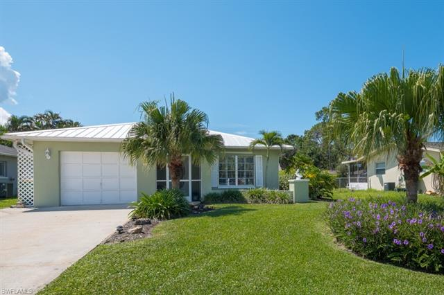 558 102nd Ave N, Naples, FL 34108