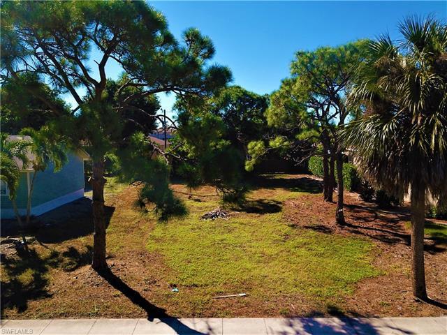 685 6th Ave, Marco Island, FL 34145