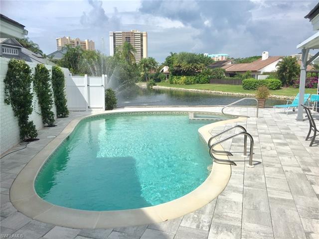 637 Bridgeway Ln, Naples, FL 34108
