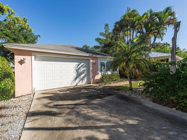 1281 Trail Terrace Dr, Naples, FL 34103